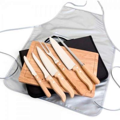 Promus Brindes - Kit para Churrasco 8 peças com cabo em Bambu, laminas em aço Inox e avental. Acompanha tábua em bambu com canaleta, 3 facas de corte e uma faca de ser...