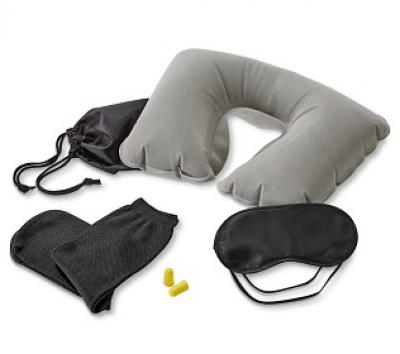 Promus Brindes - Kit de viagem. Incluso almofada de pescoço, máscara para dormir, tampões para ouvidos e 1 par de meias. Fornecido com bolsa em 190t