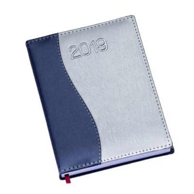 Qualy Brindes - Agenda diária em couro sintético e impressão baixo relevo.