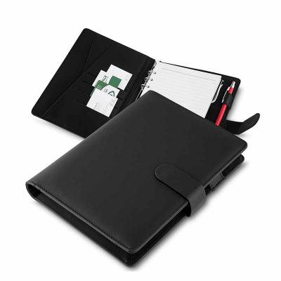Brindes Qualy - Caderno de anotações, tipo fichario, com powerbank 4.000 mAh, bateria de lítio, capa com material sintético, interior com porta documentos, cartões e...