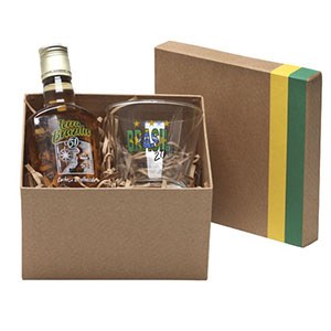 Donare Presentes - Caixa em papelão rígido com detalhes em verde e amarelo, contendo 01 garrafa de cachaça de 200 ml, 01 copo para caipirinha 300 ml