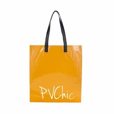 PVChic - Sacola em PVC cristal colorido com alças em sintético gravação couro