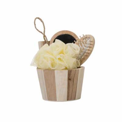 Store Gift - Kit banho de madeira com 3 peças. Possui espelho, escova de cabelo e esponja de banho.  Acompanha balde com alça. Medidas aproximadas: Espelho 148 x 7...