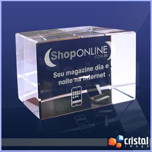 Cristal Image - Bloco Personalizado em Cristal com gravação interna a laser. Pode ser gravado em 2D ou 3D, na posição horizontal ou vertical. Medidas: 50 X 50 X 80 mm...