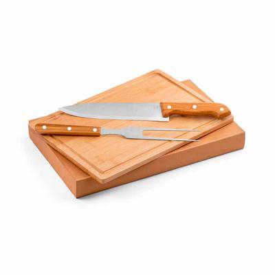 Pratic Brindes - Kit churrasco. Aço inox e bambu. Tábua e 2 peças em caixa kraft. Caixa: 360 x 210 x 40 mm | Tábua: 300 x 200 x 12 mm Personalizado a laser na faca e T...
