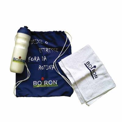 Finaú Brindes Promocionais - kit fitness personalizado - Composto por 3 itens: sacochila, toalha fitness e squeeze. Sua marca presente nas práticas esportivas dos clientes.