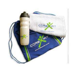 Finaú Brindes Promocionais - kit fitness personalizado -  Composto por 3 itens: sacochila, toalha fitness e squeeze.