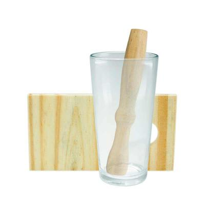 Nexo Brindes - Descrição: Kit caipirinha 3 peças com: tábua de corte, socador e copo de vidro. Tábua de madeira com suporte para socador.  Tamanho total aproximado...