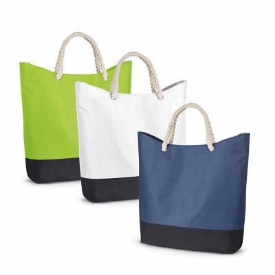 Blunn - Linda sacola de praia produzida em nylon 600D. Alça de corda em algodão. Medidas: 510 x 440 x 140. Personalizadas em até 4 cores de impressão.
