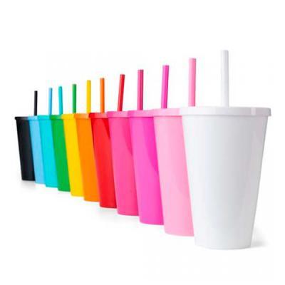 Ewox Promocional - Copo Plástico 600ml 14104  Descrição: Copo plástico 600ml com tampa e canudo, pintura leitosa.  Medidas aproximadas para gravação (CxD): 14 cm x 7 cm...