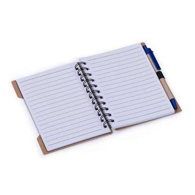 Ewox Promocional - Bloco de anotações ecológico com caneta reciclada. Possui cinco detalhes vazados na capa e verso liso, espiral preto,suporte elástico com caneta de pa...