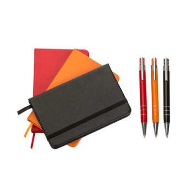 Ewox Promocional - Conjunto Caneta e Caderneta de bolso, embalagem de papelão revestido com espuma internamente. Caneta semi-metal colorida com detalhes prata, possui 3...