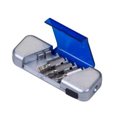 ewox-promocional - Kit Ferramenta plástico com 4 peças e lanterna. Estojo prata com tampa acrílica colorida, possui dois suporte inferior para encaixar as ferramentas e...