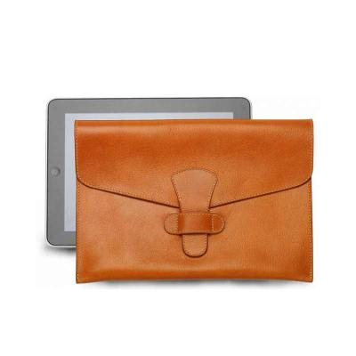 Couro Vip - Porta Ipad em couro legítimo ou sintético,  fechamento com fecho passante, forro em tecido 100% poliéster toda almofadada e pespontada. Dimensão: c 21...