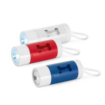 Arena Brindes Personalizados - Kit de higiene para cachorro. ABS. Com LED, mosquetão e 10 sacos plástico. Incluso 3 pilhas LR1130.• Tamanho total (CxD): Porta-saco: 40 x 100 mm | Sa...