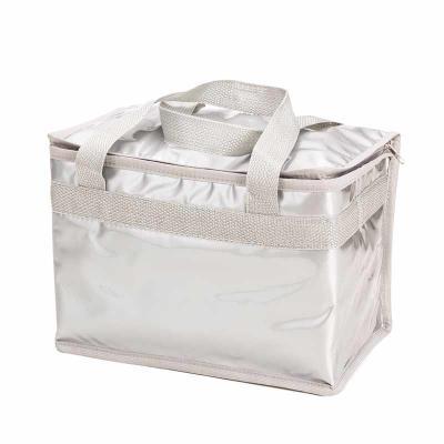 Seleta Brindes - Descrição: Bolsa térmica confeccionada em pvc laminado, capacidade de 13 litros. Contém duas alças de nylon para transporte e área interna com revesti...
