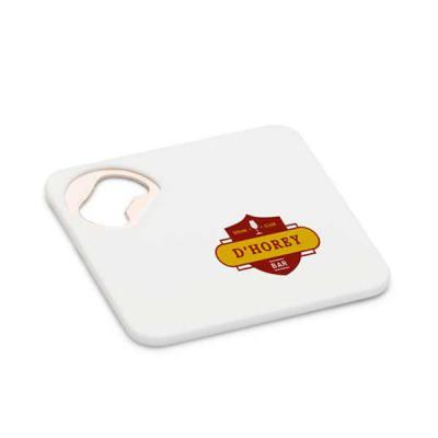 Seleta Brindes - Porta copos. ABS. Com abridor de garrafas. Esponja antiderrapante na base. 82 x 82 x 4 mm