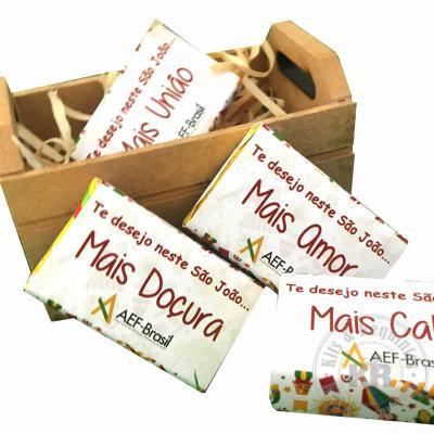 Kits & Requintes - 2 Brownies 60g (tamanho 6cm x 6cm) embalados com rótulo e Tag personalizados e fita colorida. Sabores disponíveis: Tradicional, Brigadeiro, Ovomaltine...