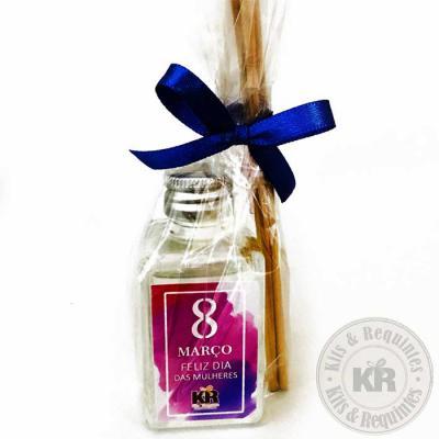 Kits & Requintes - Difusor de ambiente 30ml personalizado, embalado em saco de celofane (Tamanho: 7cm A X 3,5cm L) com 3 varetas e fita colorida. Consultar aromas dispon...