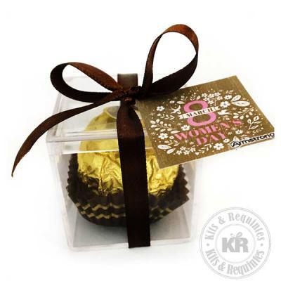 Kits & Requintes - Caixa Ferrero Rocher: 1 Bombom Ferrero Rocher na caixa acrílica (3cm x 3cm x 3cm) com fita colorida e tag personalizada.