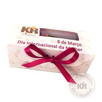 Kits & Requintes - Caixa scrap personalizada, com 1 bombom Sonho de Valsa. Consultar valores para outras opções de chocolates.