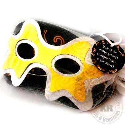 Kits & Requintes - Kit Máscaras, contendo uma máscara de dormir em Neoplex personalizada e uma máscara de carnaval (papelão), fornecidas em saco de organza (15cm L x 21c...