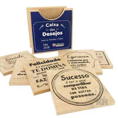 Kits & Requintes - Caixa em madeira personalizada (Tamanho: 10cm x 10cm - espessura 3mm) com 6 porta copos personalizados (3mm espessura), com frases à escolher. Embalad...