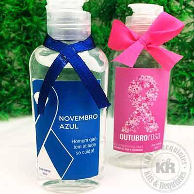 Kits & Requintes - Frasco plástico 60ml personalizado com Álcool gel, acompanha fita e enfeite de pérola Chaton Excelente opção de brinde para Outubro Rosa e Novembro Az...
