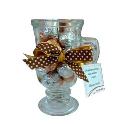 Kits & Requintes - Caneca de vidro, com 20 gotas de chocolate, embalada com fita dupla e Tag personalizada. Tamanho: 10,5cm A x 6cm D.