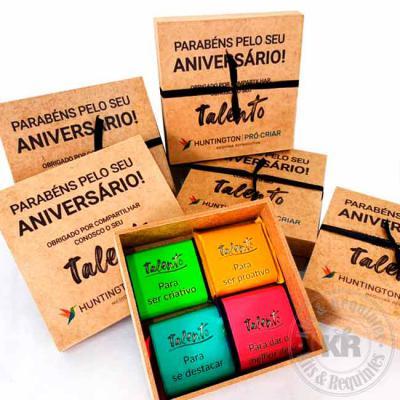 Kits & Requintes - Caixa de talentos em mdf personalizada com adesivo