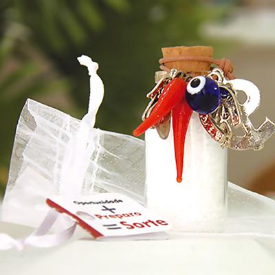 Kits & Requintes - Garrafinha com sal grosso, medalhas diversas, embalados em saco de Organza e Tag