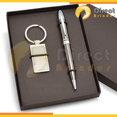 Direct Brindes Personalizados - Kit Especial personalizado. Contém 1 chaveiro de metal + 1 caneta esferográfica, caixa cartonada e elástico para colocação dos produtos