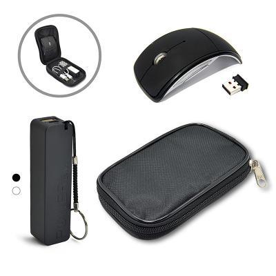 Direct Brindes Personalizados - Kit portátil com estojo em nylon preto com divisórias. Contém: um carregador portátil USB (Power Bank) e um mouse wireless sem fio.