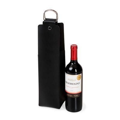 UP Couro - Porta vinho personalizado, confeccionado em couro ou sintético, alça de metal. Medidas 40 x 10 cm.
