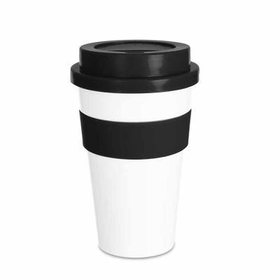 Canarinho Brindes - Copo plástico 480ml personalizado com tampa. Produzido em polipropileno e livre de BPA, o copo possui uma luva de silicone (removível) que impede a tr...