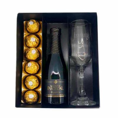 Canarinho Brindes - Kit Natalino Personalizado contendo:  1 caixa de presente, 1 espumante Monte Paschoal, 1 taça personalizada e 6 bombons Ferrero Rocher