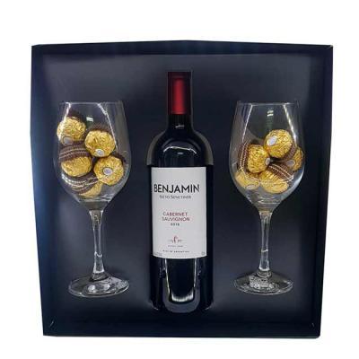 Canarinho Brindes - Kit Natalino Personalizado contendo: 1 Caixa de presente 1 vinho Cabernet 750ml, 18 bombons Ferrero Rocher e 2 taças para vinho