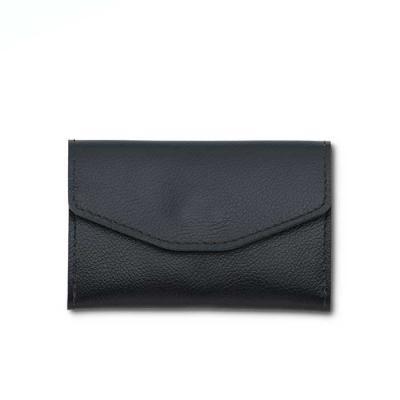 Alvo Couros - Elegante, prático e moderno, o porta celular carteira em couro com forro em suede tem duas divisórias e fechamento em botão de imã, muito espaço para...