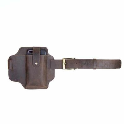 Alvo Couros - 41.4132 - CINTO COM PORTA CELULAR  Cinto em couro crazy horse, aspecto rústico, possui porta celular e fechamento com aba em botão facilitando o manus...