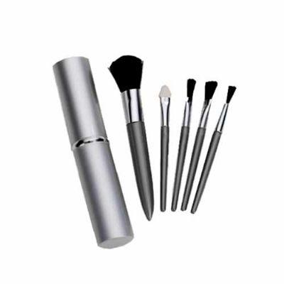 BrinClass - Kit maquiagem com estojo em alumínio e detalhe cromado. Possui 5 pincéis. Gravação a laser.