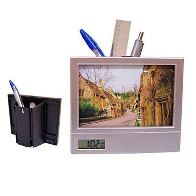 Brindes Play - Porta retrato com porta caneta e relógio digital.