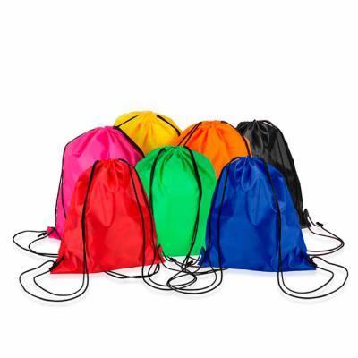 3RC Brindes - Mochila saco inteira colorida, com duas alças para costa, fechamento superior material em nylon. Tamanho total aproximado: 41 cm x 34 cm