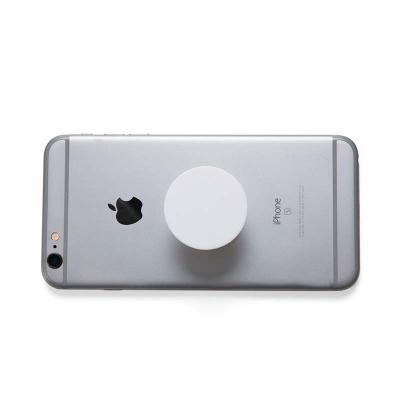 """3RC Brindes - Suporte plástico para celular, possui """"disco"""" anelar retrátil que ao puxá-lo abrirá o encaixe para os dedos e possibilitará a rotação da peça. Pode se..."""
