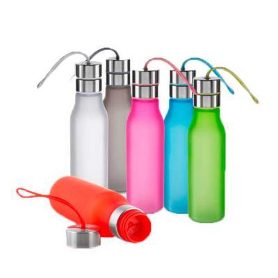 Diferente Mente Brindes - Garrafa plástica 600 ml com filtro, alça de silicone e tampa de metal.