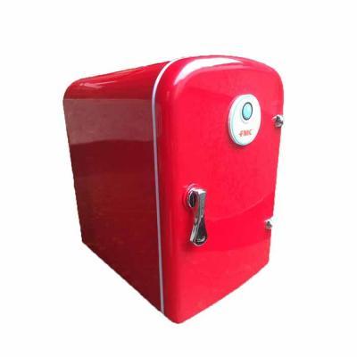 Diferente Mente Brindes - Mini geladeira portátil. Capacidade para 5 litros tanto aquece como resfria e pode ser ligada no carro.  Corrente: Tri Volt