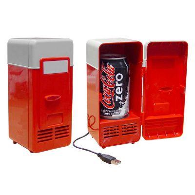 Diferente Mente Brindes - Mini geladeira USB. Capacidade para 1 lata. Luz interna e porta com trava.