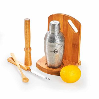 """BTM Brindes - Kit caipirinha 6 peças com tábua, base, amassador, colher e faca de mesa 4"""" em bambu/aço inox e coqueteleira em aço inox 350ml. Embalagem: Caixa kraft..."""