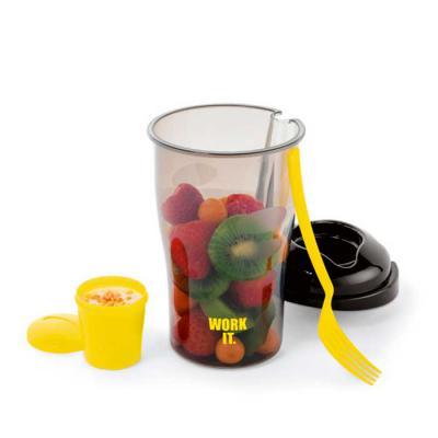 GriffiPett - Copo para salada de 850ml. Acompanha: garfo e molheira. Material PP. Tamanho: ø110 x 190 mm Cores do copo: branco ou fumê.  Tampa colorida. Gravação:...