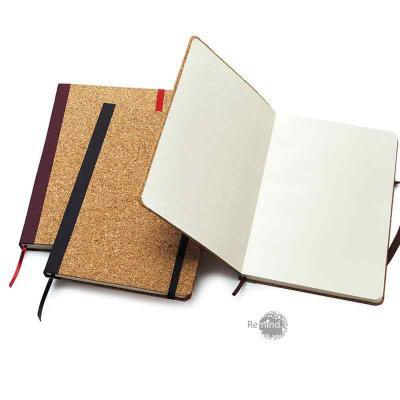 Remind Brindes Inteligentes - Capa em cortiça natural, guardas em papel Color Plus 180 g, sendo a primeira guarda personalizada com logo em silkscreen a 1 cor. Miolo com 80 folhas...