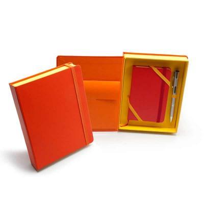 Remind Brindes Inteligentes - Kit VIP Bahamas - Caderneta tipo Italiana em caixa cartonada com caneta metálica